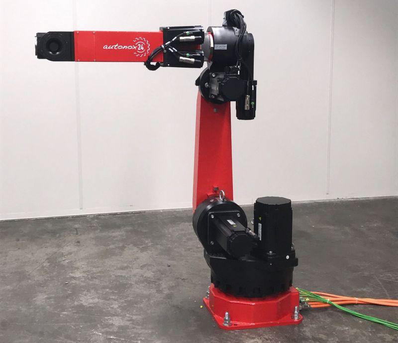 Majatronic bietet jetzt auch steuerungsunabhängige 6-Achs-Knickarmroboter, die sich problemlos in B&R-Maschinensteuerungen integrieren lassen. Bild: Majatronic