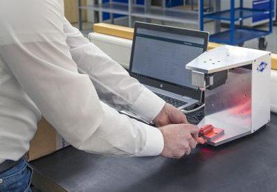Dank »c-Com« und dem eigens entwickelten Scanner geht die Erfassung im Wareneingang deutlich schneller als beim manuellen Prozess. Bild: Mapal/c-Com
