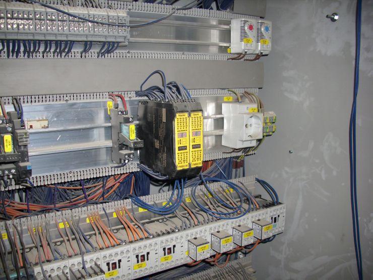 Die Sicherheitssteuerung »FSMC« setzt die Bedingungen für die zeitliche Überbrückung der Lichtgitter. Bild: Fiessler