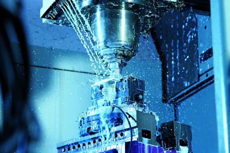 Kühlmittel- und schneidölbeständige, induktiven Näherungsschalter werden im Werkstückhandling eingesetzt. Bild: Sick