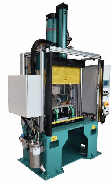 Das komplette Pressensystem für das Hitzeschutzblech. Bild: Tox