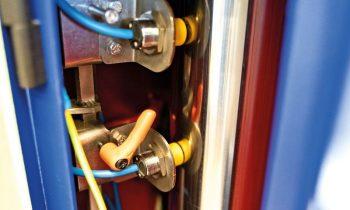 Niemann verbaut induktive Turck-Näherungsschalter unter anderem in der Maschinensäule, um die Höhe des Hydraulikstempels abzufragen. Bild: Turck