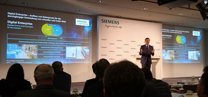 Klaus Helmrich, CEO von Siemens Digital Industries, stellte auf der SPS 2019 Digitalisierungslösungen für die Automatisierung. Bild: Kuhn
