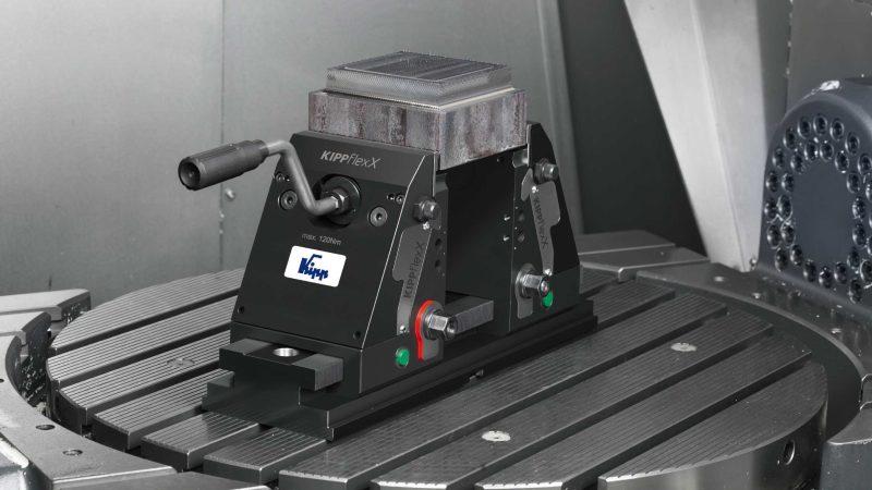 Der neue 5-Achs-Spanner vereint eine Niederzugfunktion mit der Funktionsweise eines Standard-Schraubstocks (Bild: Kipp).