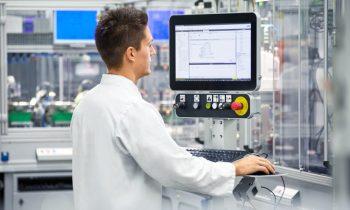 Die IP65-geschützten Panel-PCs eignen sich für viele Anwendungen (Bild: Phoenix Contact).