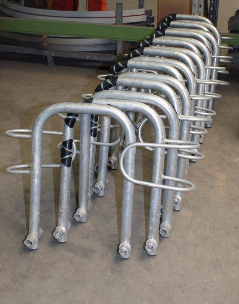 Diese Rohrbügel werden auf der Hochleistungssäge und dem Bohrautomaten bearbeitet (Bild: give4pr).