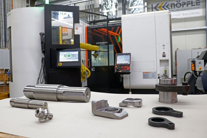 Die Heinz Knöpfle GmbH verfügt über 18 teils roboterautomatisierte 3-, 4- und 5-Achs-Bearbeitungszentren sowie zwei Drehfräszentren, auf denen ein breites Bauteilspektrum gefertigt wird (Bild: Ceratizit).
