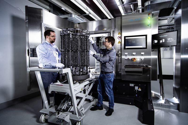 Die neue Beschichtungsanlage ist auch für HiPIMS ausgelegt und spricht OPC UA (Bild: Horn).
