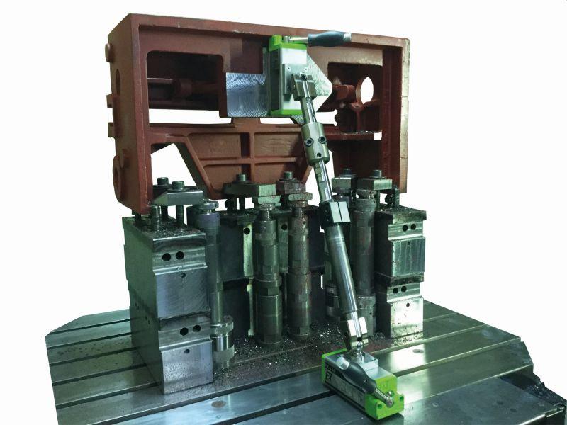 Durch seine unterschiedlichen Befestigungsvarianten am Werkstück und am Maschinentisch bietet der Werkstückstabilisator eine besonders hohe Flexibilität (Bild: Kipp).