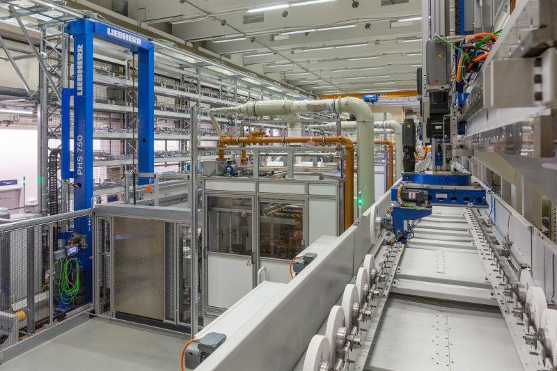 Die neue Automationslösung von Liebherr bei der MTU in München, mit der die Produktivität signifikant gesteigert wurde (Bild: Liebherr).