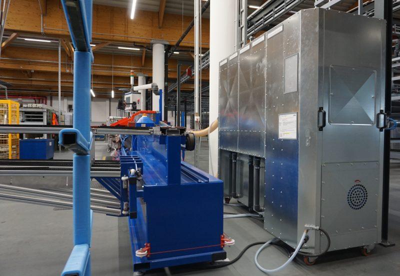 An der Arretieranlage arbeitet der Entstauber mit 3350 m³/h und entsorgt Aluminiumspäne sowie PU-Staub (Bild: Nestro).