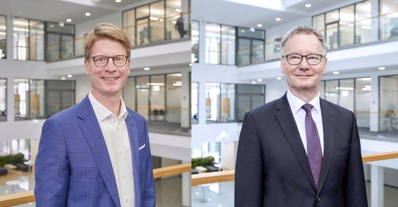 Roland Bent (re.) war über 36 Jahre für Phoenix Contact tätig, am 1. März übernahm Frank Possel-Dölken seine Aufgaben (Bild: Phoenix Contact).
