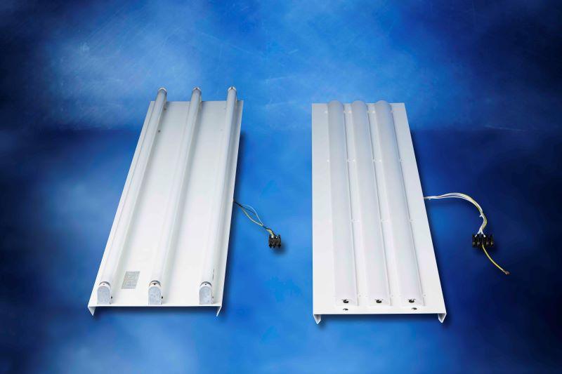 Der komplett verdrahtete und bestückte LED-Einsatz ersetzt mit nur wenigen Handgriffen den alten Röhren-Leuchteneinsatz (Bild: Jung-Leuchten).
