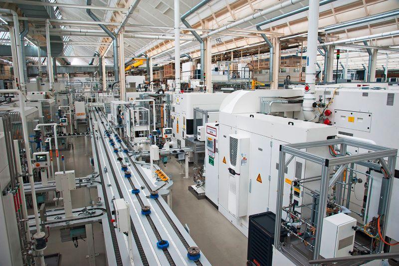 Für 880 Getriebe pro Tag werden Zahnräder im 34-Sekundentakt produziert (Bild: Martin Witzsch).